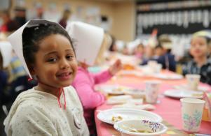 Elm student enjoys a Thanksgiving celebration